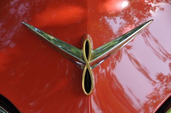1954 Studebaker V8 Logo