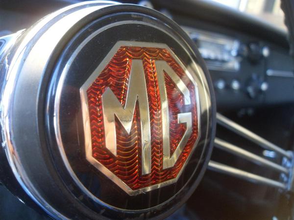 1966 MGB GT Logo